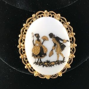 Vintage brooch/pendant gold and white Victorian